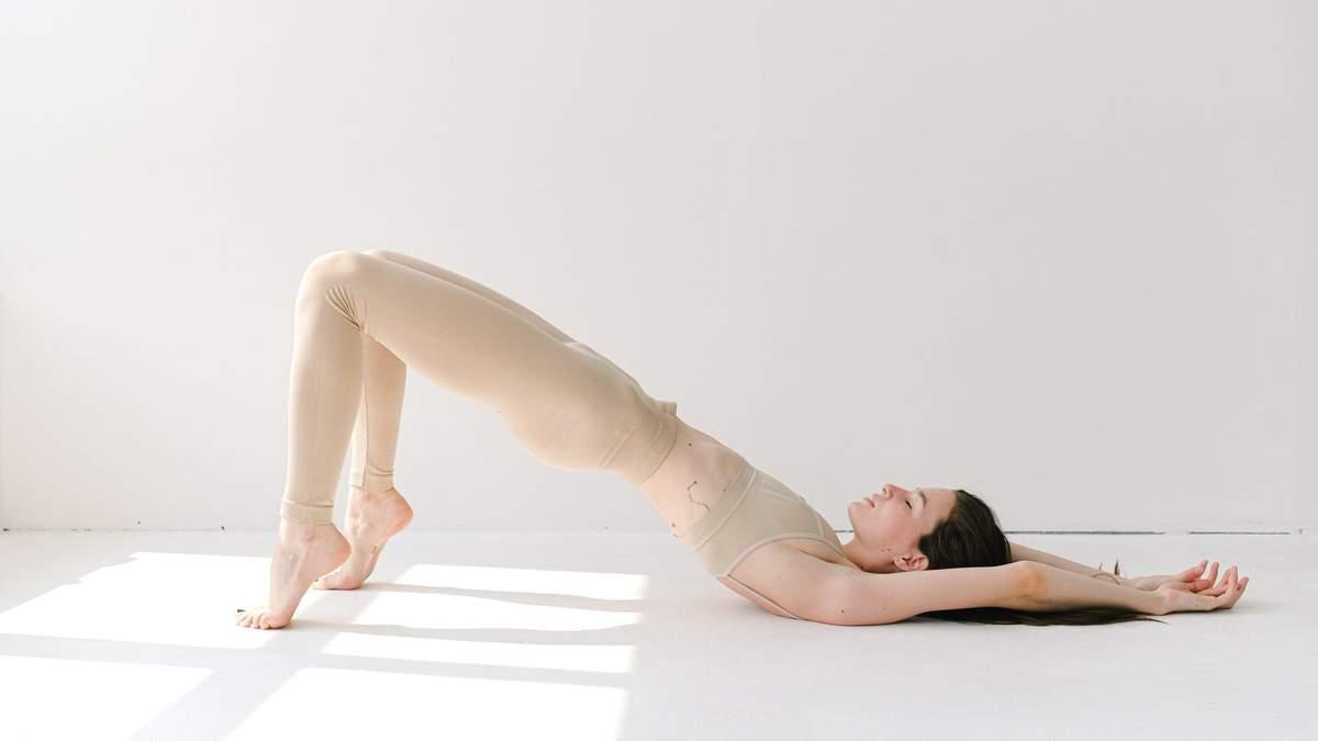 Вечірня йога: 5 асани, що допоможуть розслабитися перед сном