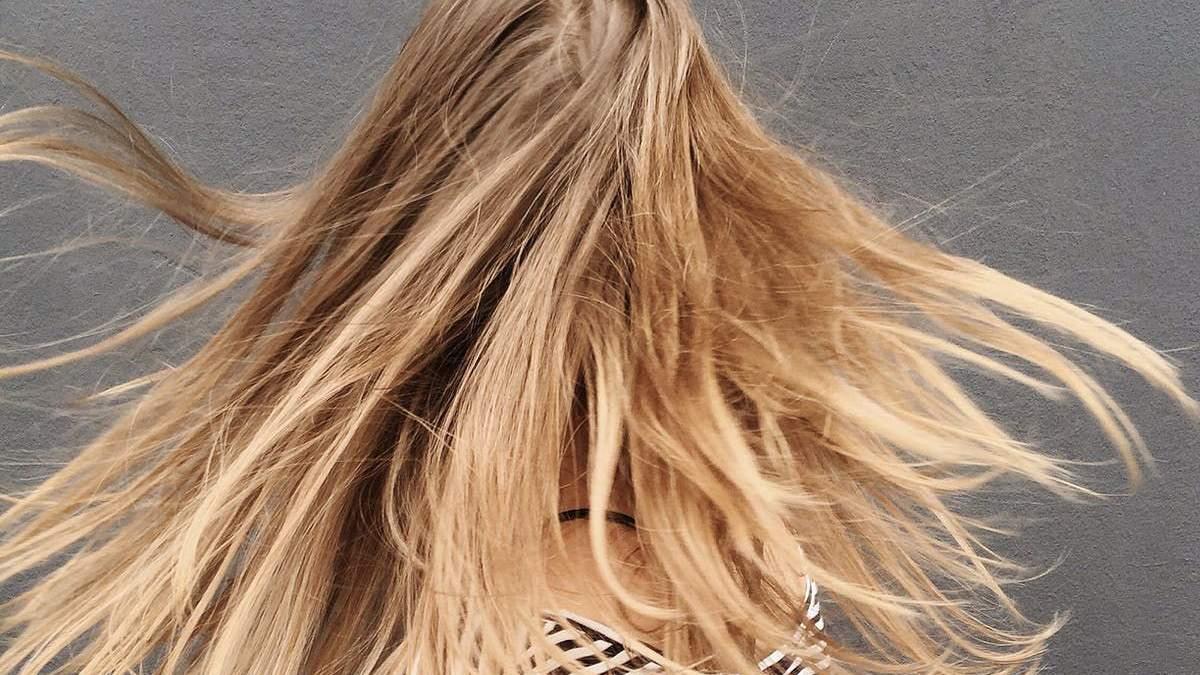 Чого не варто робити під час догляду за своїм волоссям