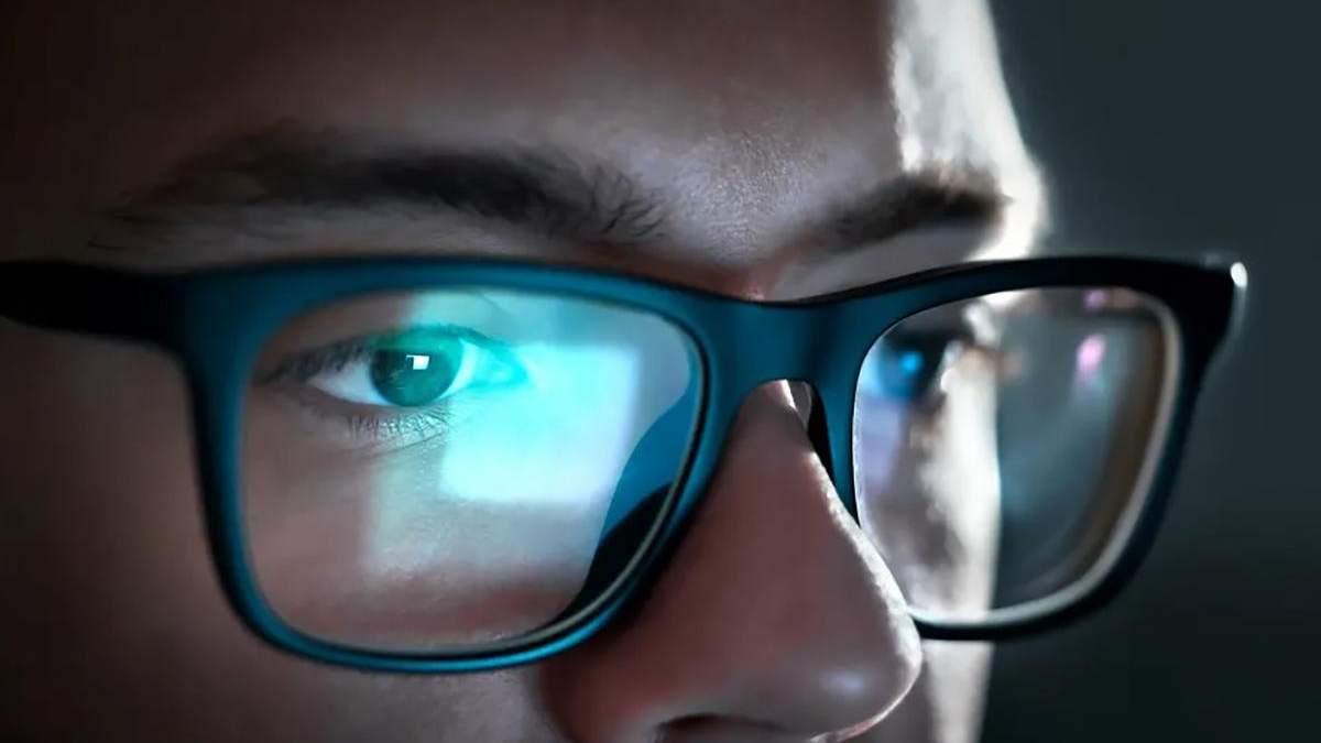 Що відбувається з очима, якщо довго дивитися у монітор чи екран смартфона