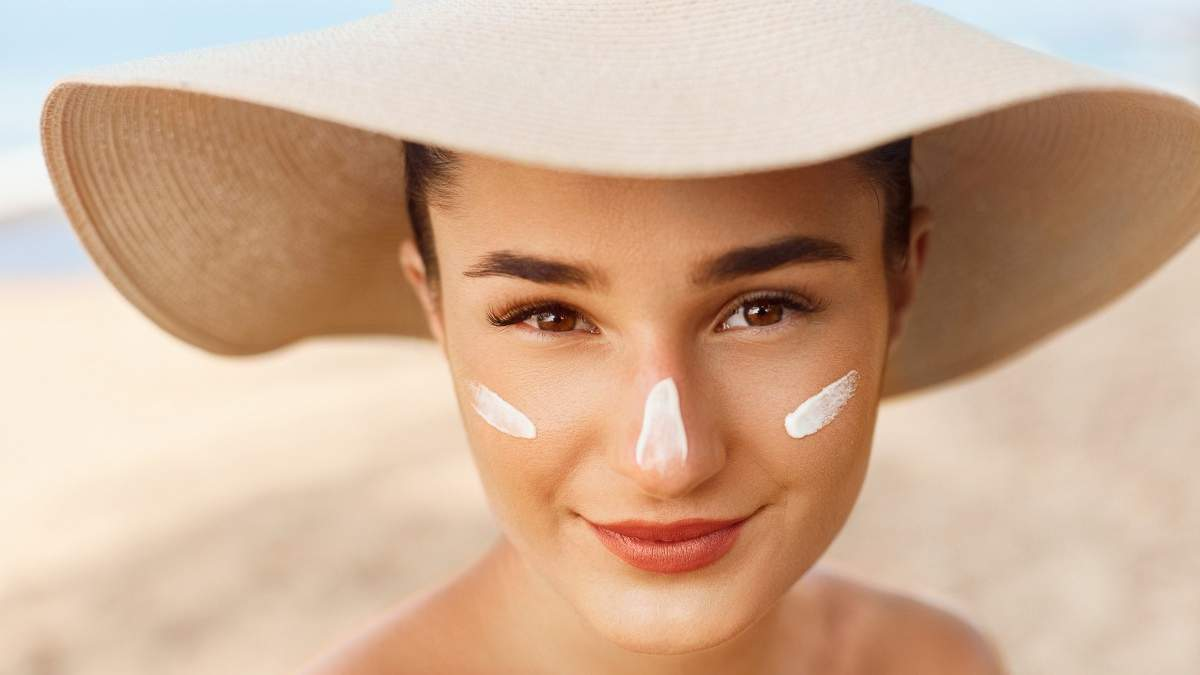 Ранні зморшки та висип: які продукти захищають шкіру від сонця
