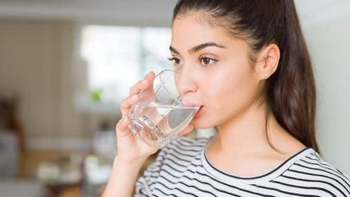 Схуднення та виведення токсинів: чим корисна склянка теплої води зранку